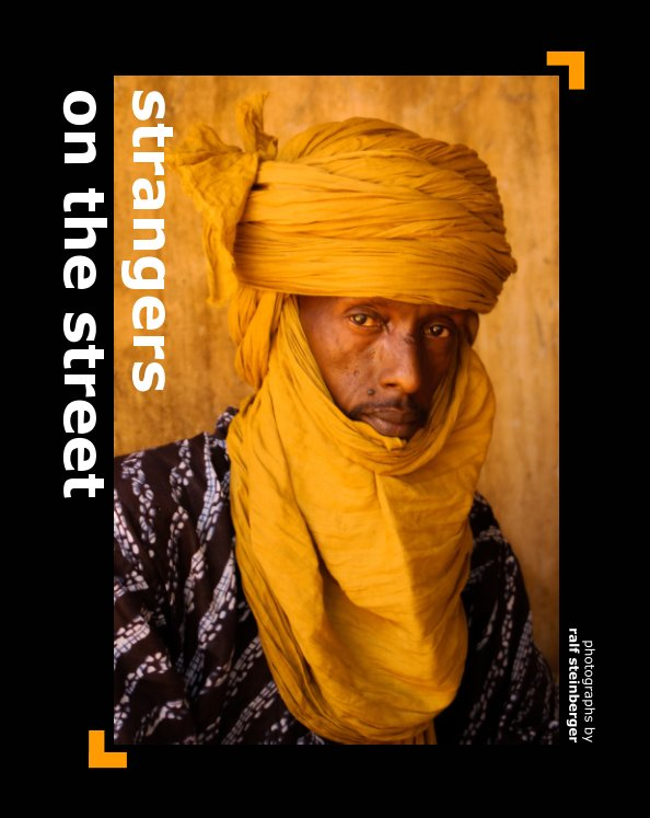 View strangers on the street by Ralf Steinberger