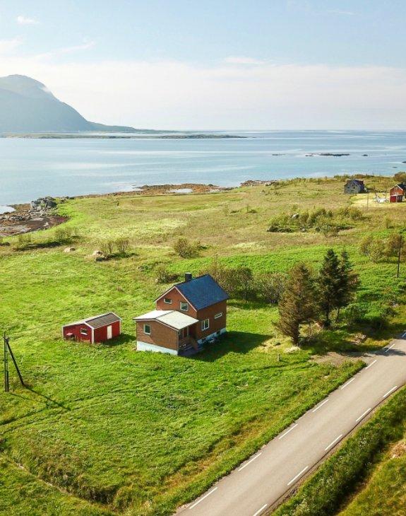 View Lillevik Lofoten by Christian Løverås