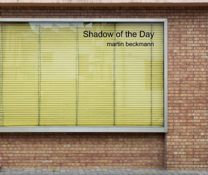Ver Shadow of the Day (Softcover) por martin beckmann