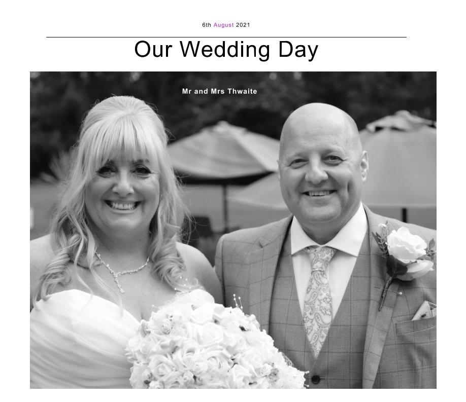 Ver Mr and Mrs Thwaite por Michael Carroll