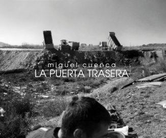 LA PUERTA TRASERA book cover